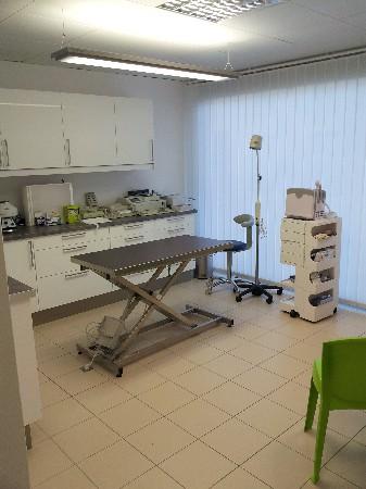 Salle d'examen, consultations,analyses , échographie